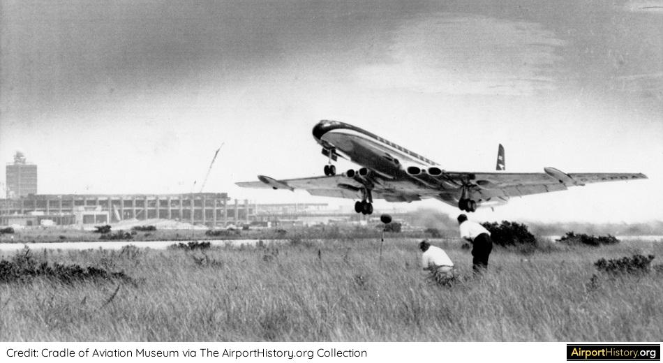 The first visit of a comet to Idlewild Airport in 1958