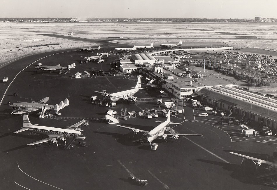 A 1954 aerial view of the Idlewild terminal area looking north.